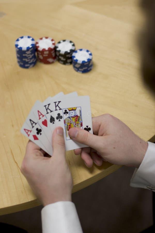человек удерживания руки карточек стоковое изображение rf
