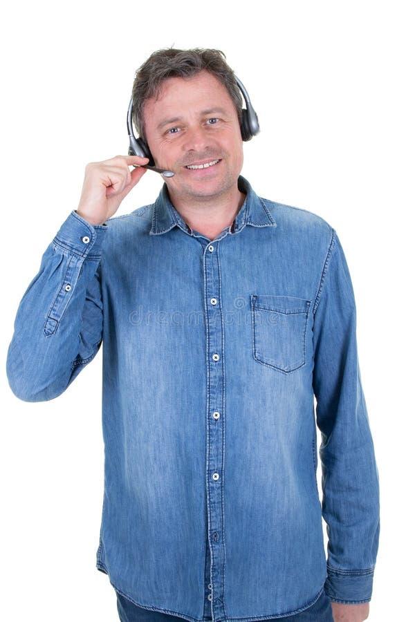Человек шлемофона офиса бизнесмена работая в центре телефонного обслуживания стоковое изображение