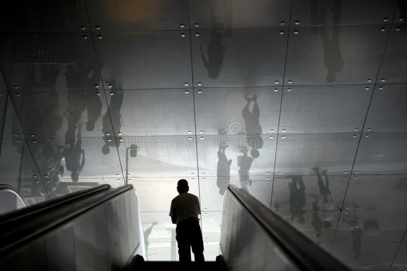человек эскалаторов стоковые изображения