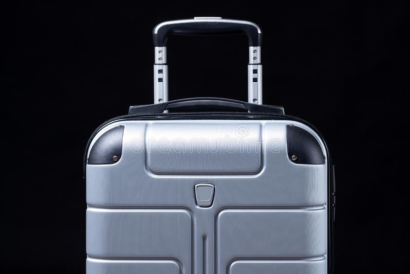 Чемодан багажа для перемещения на черной предпосылке Сумка перемещения стоковые фотографии rf