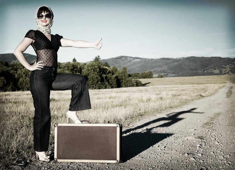 чемодан девушки стоковая фотография rf