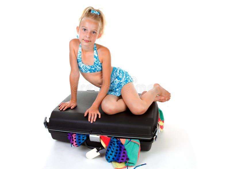 чемодан заполненный ребенком стоковые фото