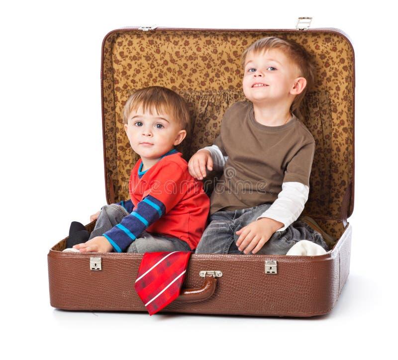 чемодан мальчиков стоковая фотография rf