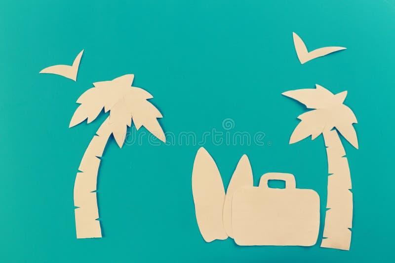 Чемодан на пляже стоковая фотография