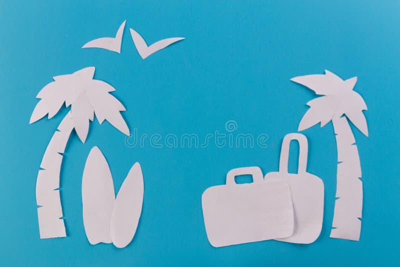 Чемодан на пляже стоковое фото rf