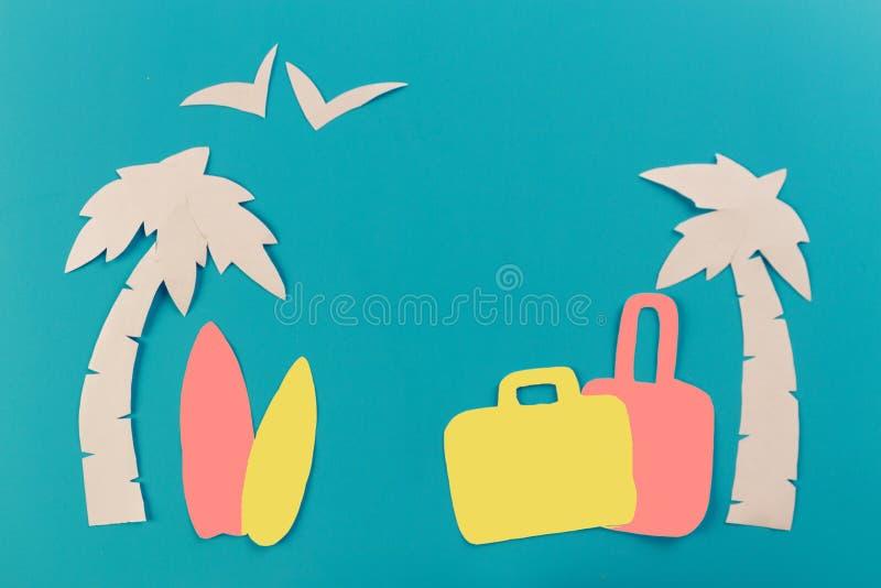 Чемодан на пляже стоковое изображение