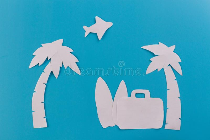 Чемодан на пляже стоковое изображение rf