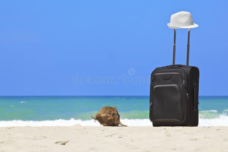 чемодан стоковое фото rf