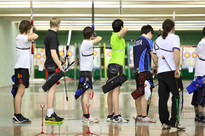 чемпионат archery лучников традиционный стоковые изображения