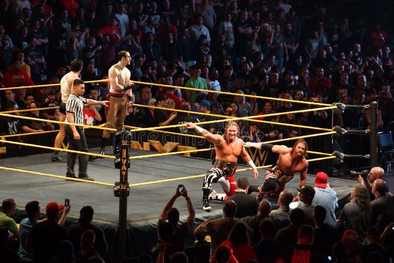 Чемпионы Блейк и Murphy команды бирки NXT представляют для фото как они стоковое фото
