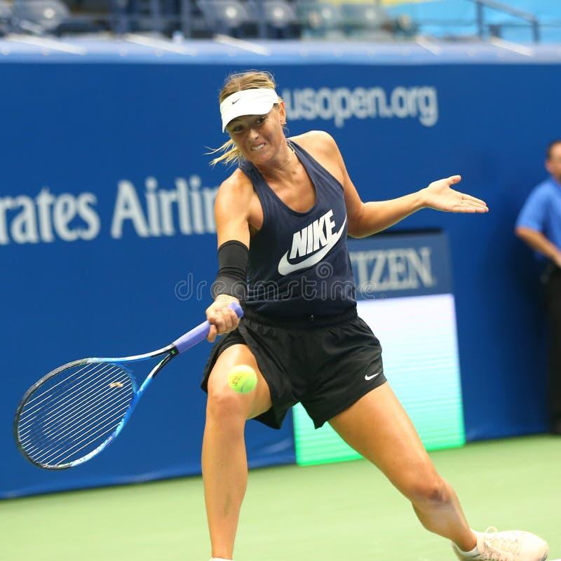 Чемпион Мария Sharapova грэнд слэм 5 времен практик Российской Федерации для США раскрывает 2017 стоковое изображение rf