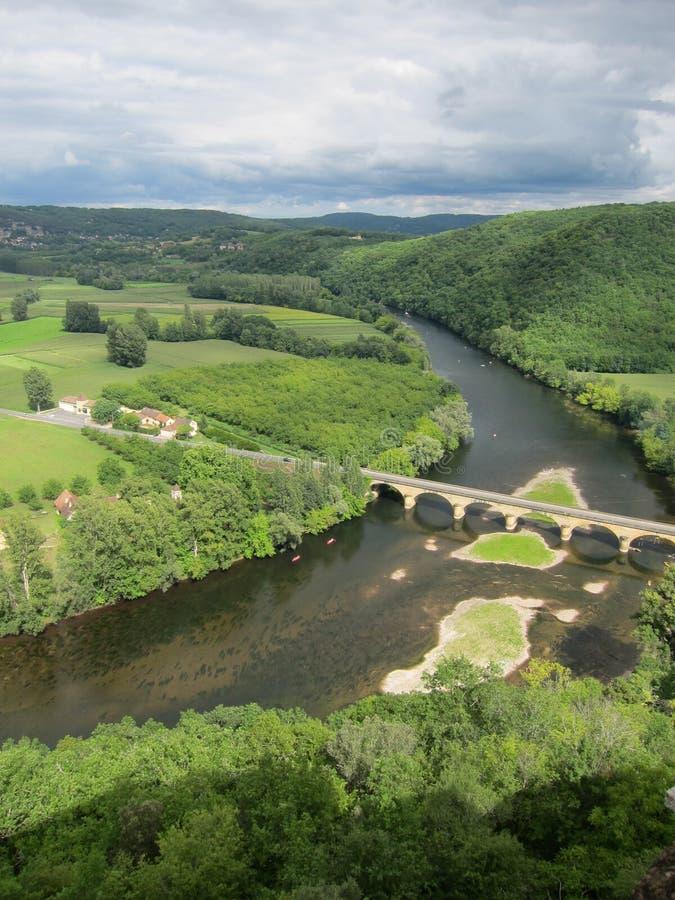 через зиму взгляда River Valley панорамы тумана Франции loire chenonceau замока стоковые изображения