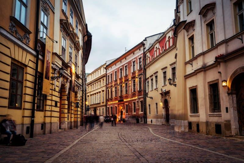 через короля фронта церков собора Андрюа ОН назад барочный krakow вышел памятнику magdalene mary старые туристы квадрата skarga с стоковое фото rf
