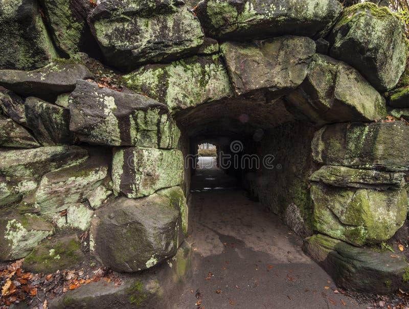 Через темный тоннель стоковое изображение