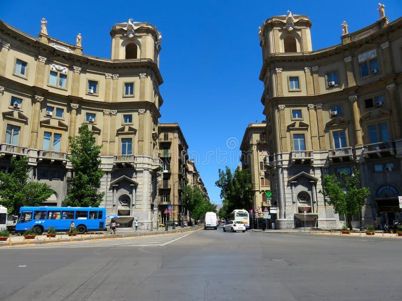 Через улицу Roma в Палермо, Италии стоковое фото rf