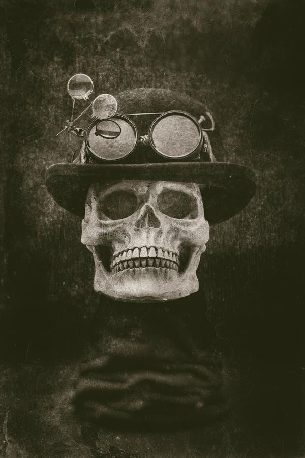 Череп Steampunk хеллоуина с eff grunge котелка и изумлённых взглядов стоковая фотография