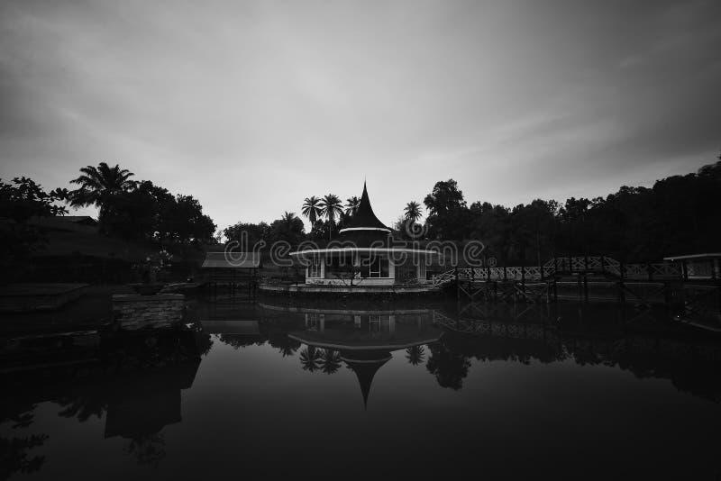Черная белая пагода ориентир ориентир острова Индонезии Singkep стоковое фото