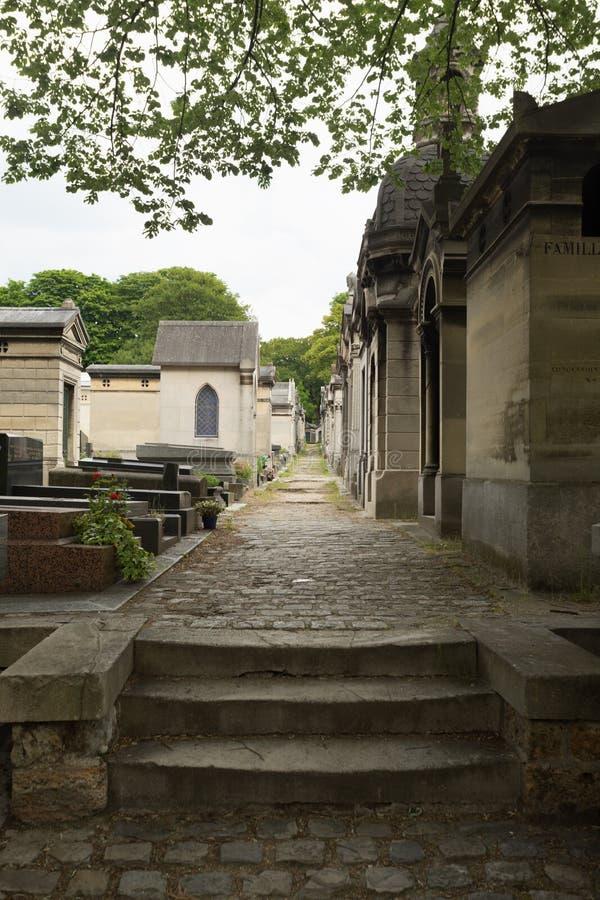 черная белизна версии pere paris lachaise кладбища стоковые изображения rf