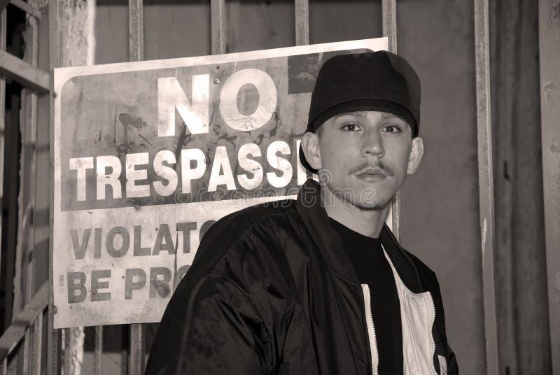 черная белизна портрета latino мальчика стоковые изображения rf