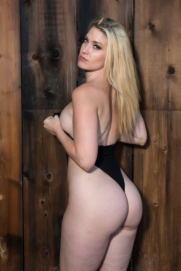Download черная блондинка стоковое фото. изображение насчитывающей undergarments - 81806334