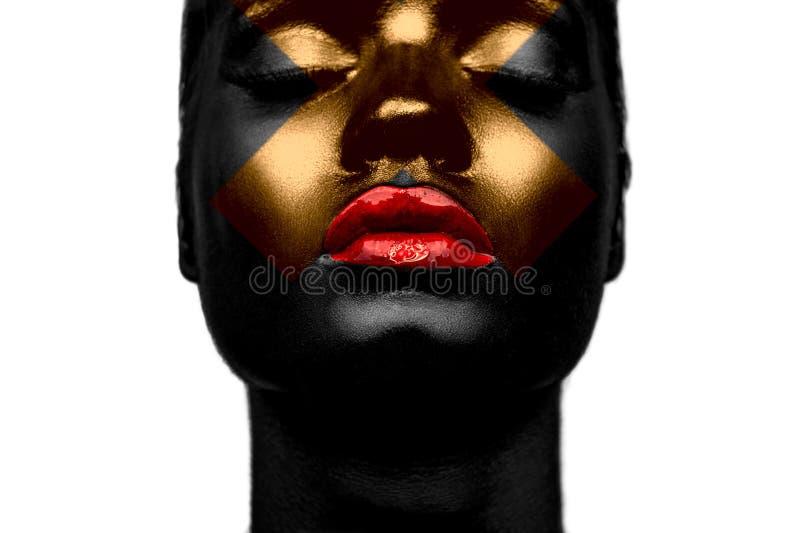 Черная девушка с крестом золота стоковые фото