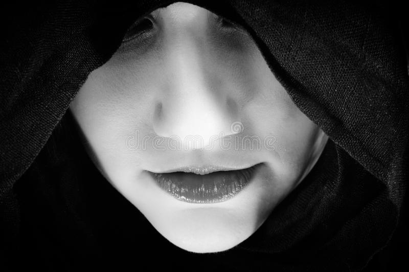 черная женщина клобука стоковое изображение