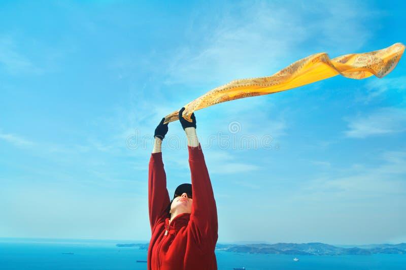 черная изолированная свобода принципиальной схемы красивейший шарф девушки стоковая фотография rf