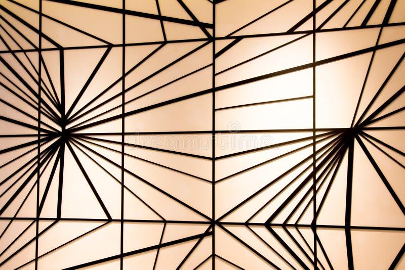 Черная линия на предпосылке стены стоковое фото