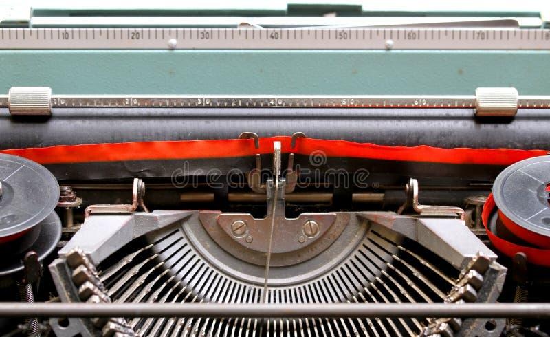 Черная и красная лента старой итальянской механически машинки 2 стоковые изображения rf
