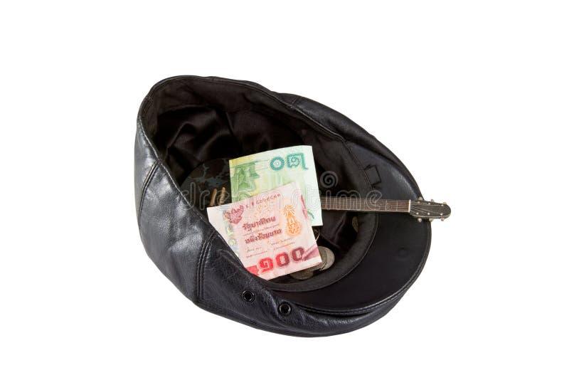 Черная кожаная шляпа при подаренные деньги, изолированные на белизне стоковое изображение
