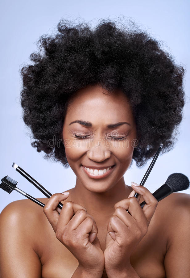 Черная модель красоты в студии стоковые фотографии rf