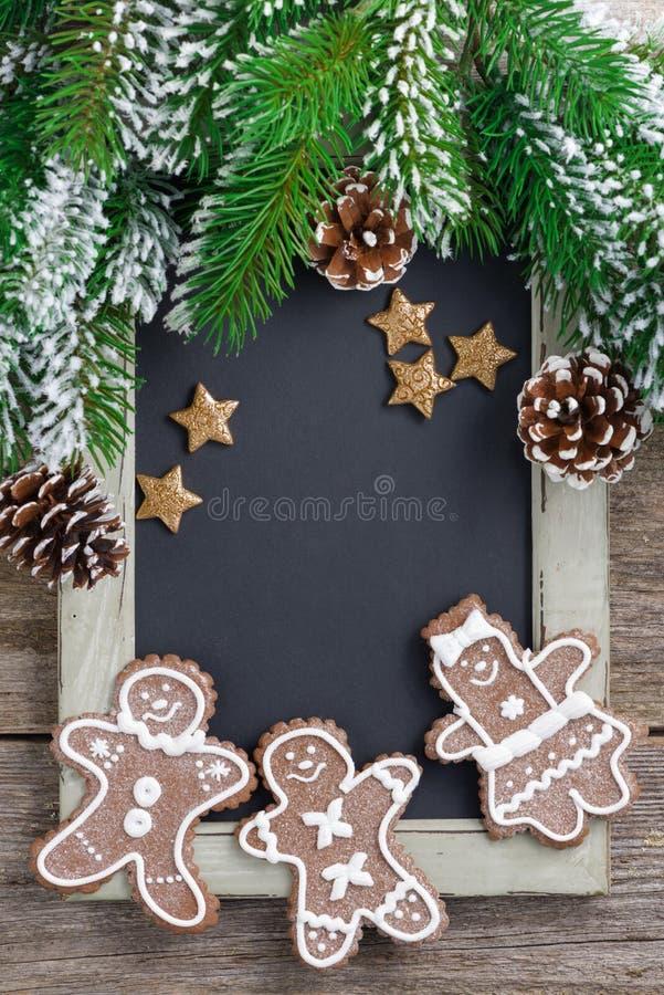 Черная доска для человека текста и пряника, концепции рождества стоковые изображения