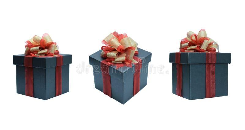 черная подарочная коробка для настоящего момента с изолированный на белой предпосылке стоковые изображения rf