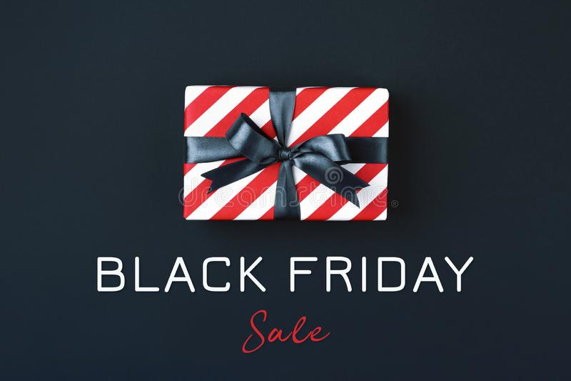 Черная подарочная коробка пятницы стоковые изображения rf