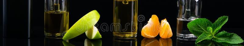 Черная предпосылка с комплектом вкусов плодоовощ с отражением в поверхности стоковое изображение rf