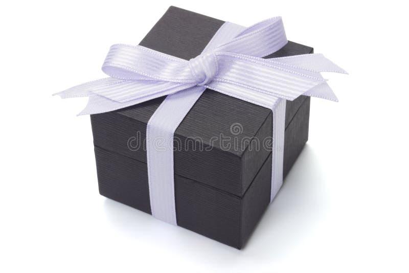 черная тесемка подарка коробки смычка стоковое изображение