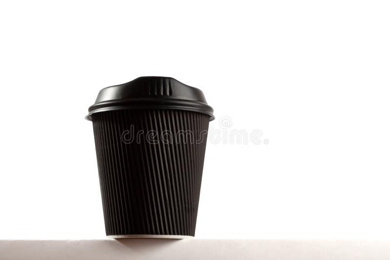 Черная устранимая кофейная чашка с космосом экземпляра стоковые фото