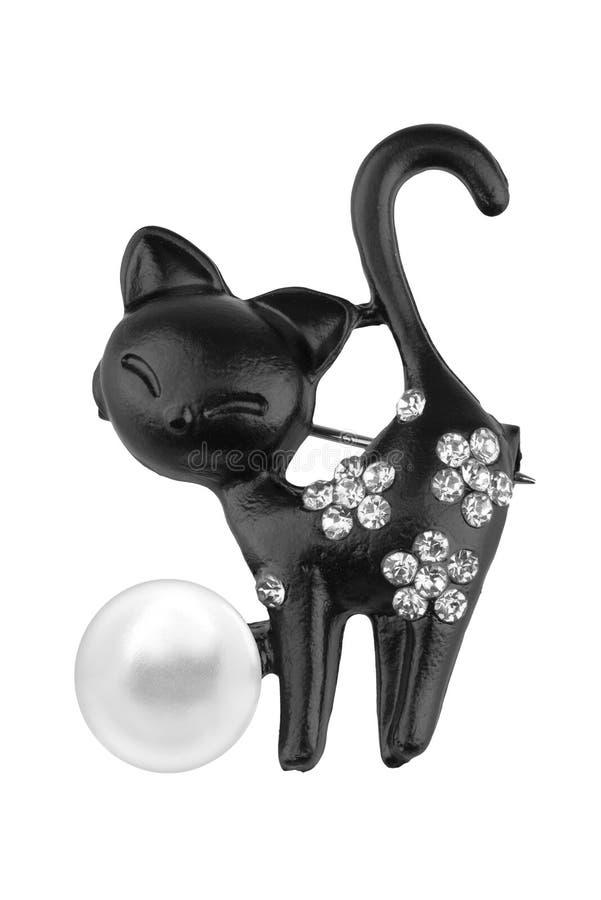 Черная фибула сформированная как кот, с небольшими диамантами и одним большим жемчугом, изолированными на белой предпосылке, путь стоковое изображение rf