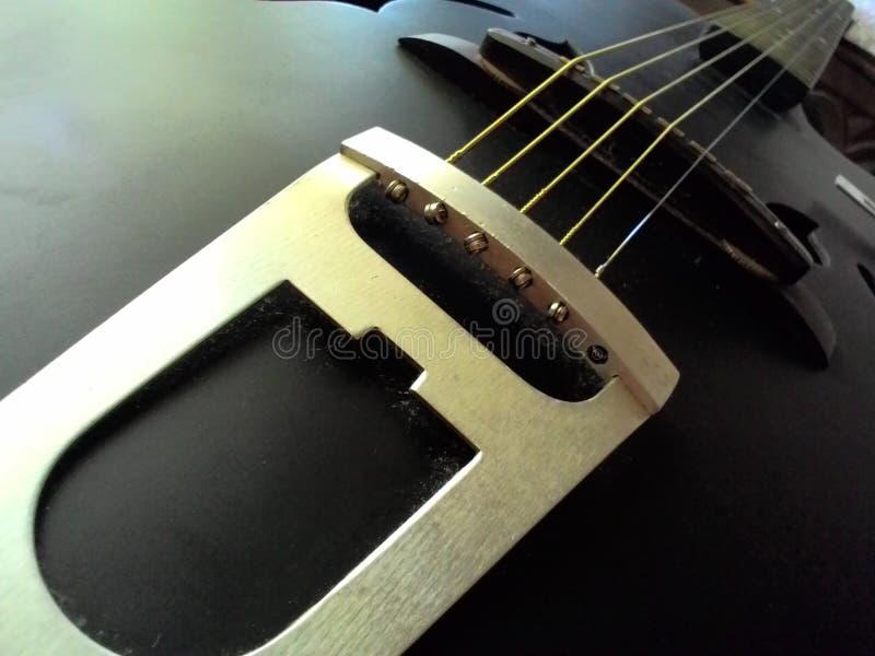 Черная штейновая гитара стоковые изображения