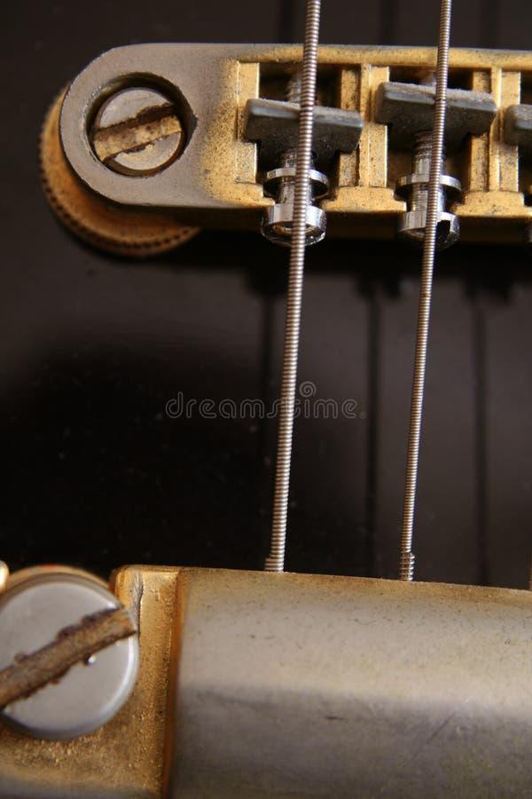 черная электрическая фасонируемая гитара старая стоковое фото rf