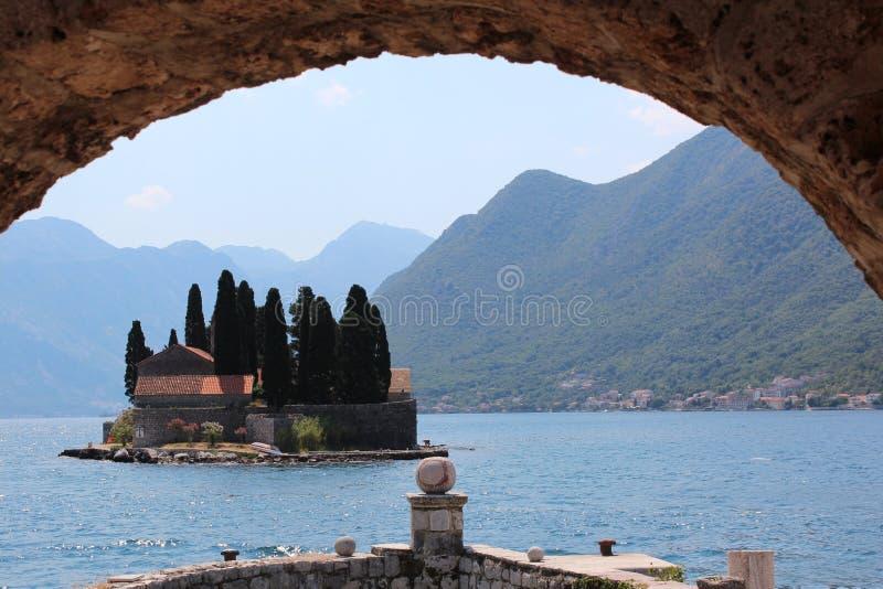Черногория, залив Boka Kotor озера стоковые фотографии rf