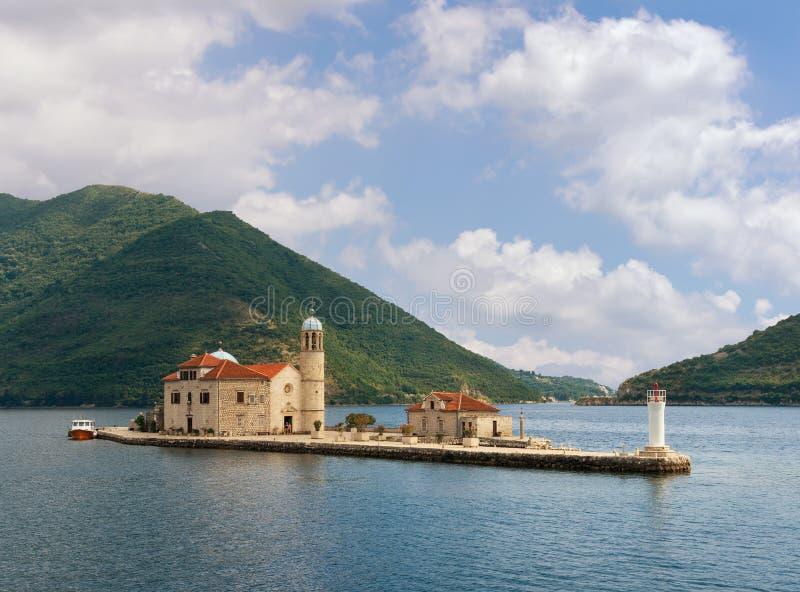 Черногория, залив Kotor Остров нашей дамы утесов стоковые изображения rf