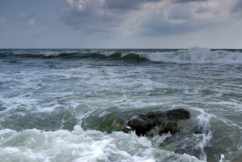 черное море бурное стоковое фото