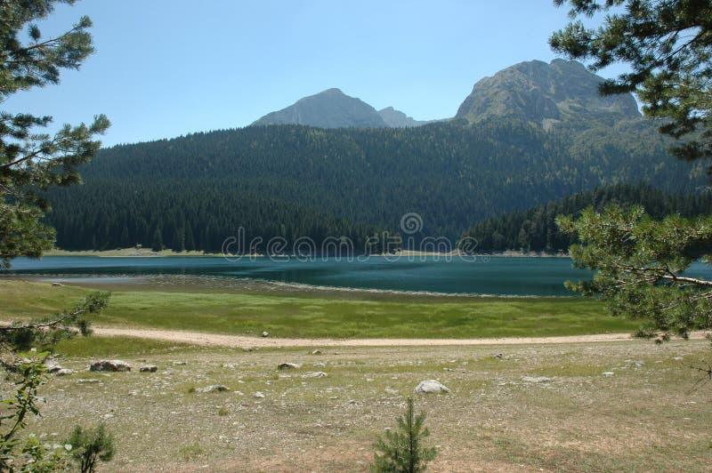 Download Черное озеро стоковое фото. изображение насчитывающей ландшафт - 85418186