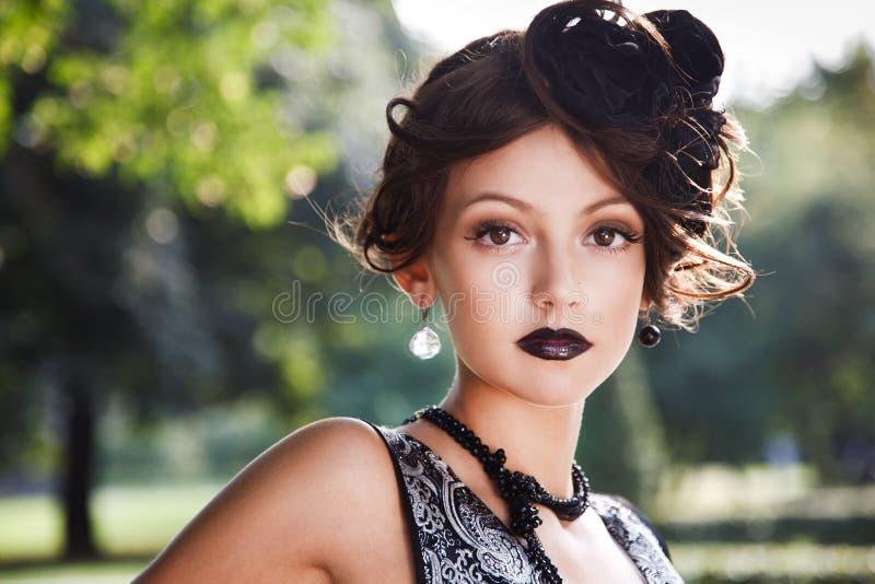Download черное платье стоковое фото. изображение насчитывающей одежды - 18386932