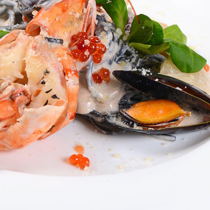 черное спагетти продуктов моря стоковые фотографии rf
