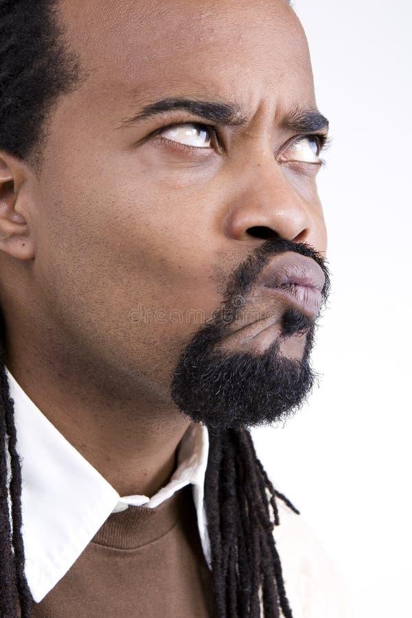 Чернокожий человек вытягивая смешную сторону стоковое изображение