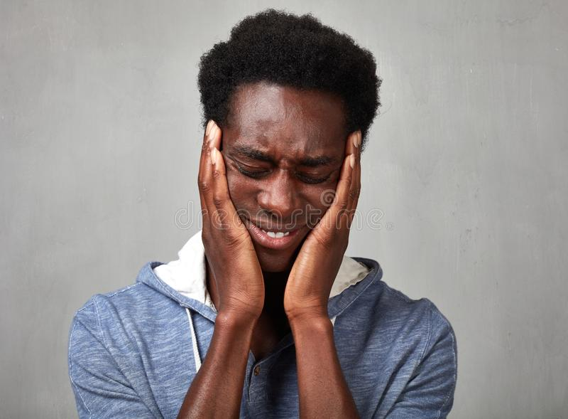 Чернокожий человек депрессии стоковые изображения