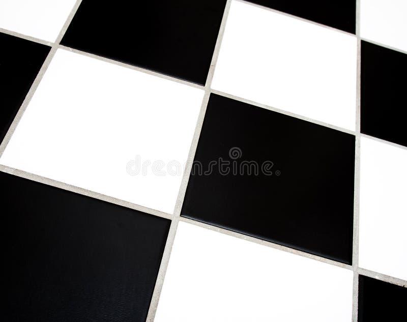 чернота кроет белизну черепицей стоковое фото