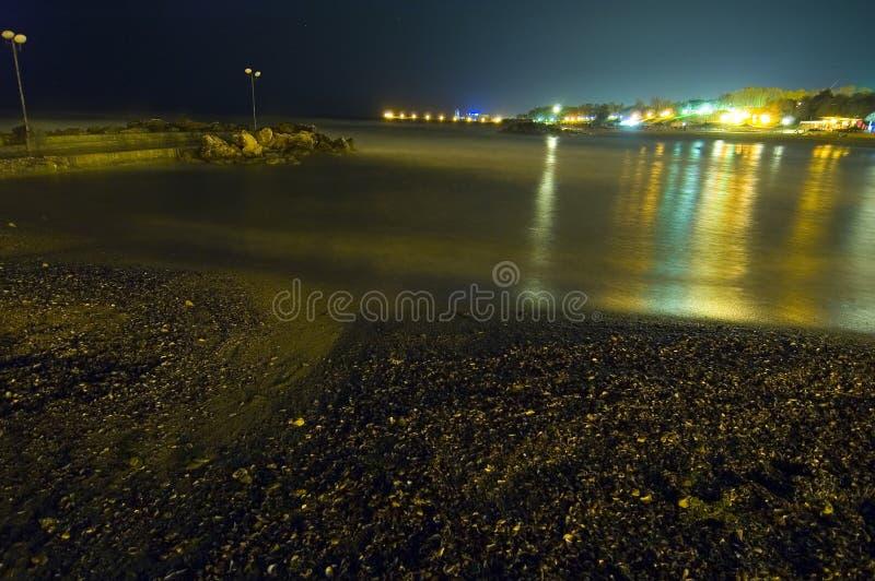 чернота освещает ночу над небом моря мерцающий стоковые изображения